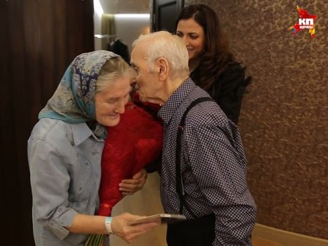 Шарль Азнавур встретился в Москве с бабушкой Лидой, которая поет!