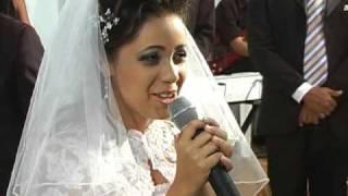 Ludmila Binah cantando em seu casamento