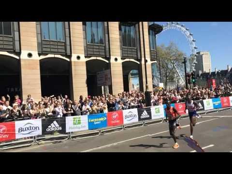 Mo Farah running Slow Motion in 2014 London Marathon - Westminster