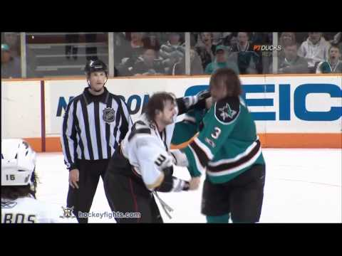 Aaron Voros vs Douglas Murray Oct 30, 2010 - Anaheim feed