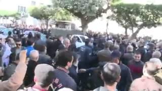 قمع الشرطة الجزائرية لمناهضي ترشح بوتفليقة للولاية الرابعة