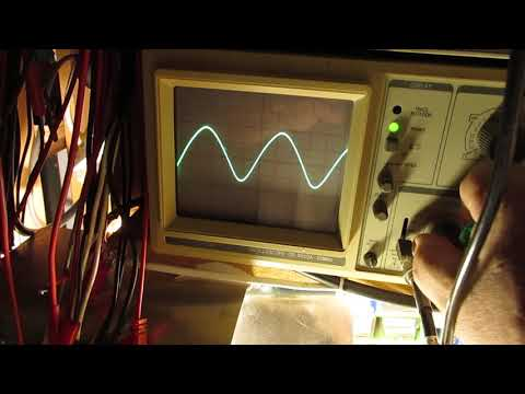 Simple HF sine wave oscillator 15 KHz - 160 KHz with a 555 Chip schematic and demo