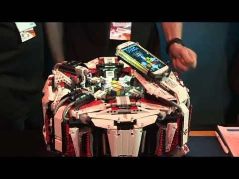 Lego Robot solves the Rubik's Cube in 3 seconds!