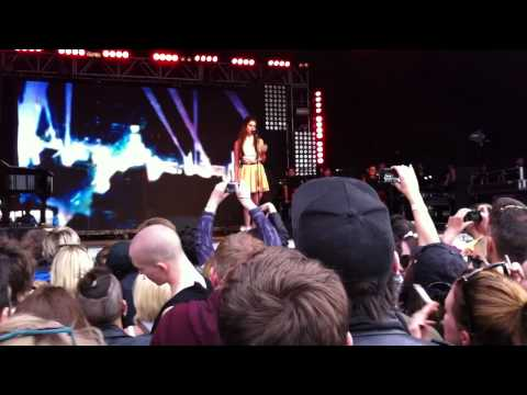 Lana Del Rey - Without You - live at Lovebox Festival, Victoria Park, London 17.06.2012 (cut)