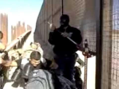 Gente del chapo Guzman cruzando la frontera!