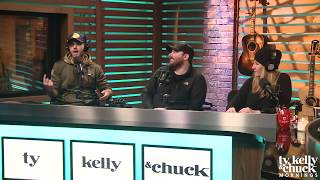Download Lagu Chuck Wicks Teases Chris Young About STILL Having Christmas Decorations Up - Ty, Kelly & Chuck Gratis STAFABAND