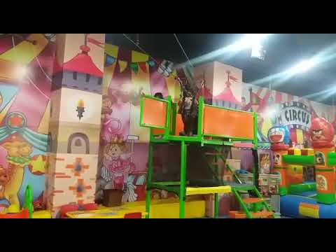 Vara bermain flying fox di Lippo Plaza Jogja