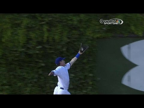 COL@CHC: Coghlan makes a running catch near the wall