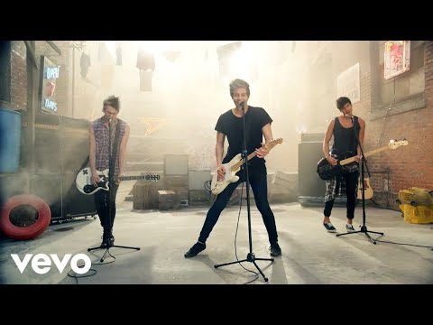 Download Lagu  5 Seconds of Summer - She Looks So Perfect Mp3 Free