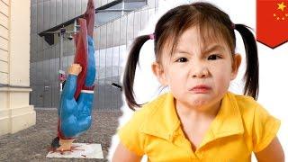 Lasing na lalake, nauto ng 10-year-old na bata na lumipad a la Superman!