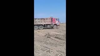 Hình ảnh xe tải, xe đào, xe ủi, xe lu ... thi công dự án nhà máy lọc hóa dầu Long Sơn\