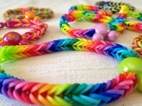 How to make a Rainbow Loom Fishtail bracelet without the loom — step by step.