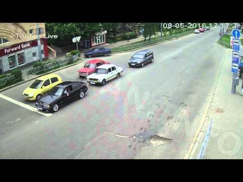 ДТП на перекрестке пр. Науки — ул. 23 Августа (08-05-2016)
