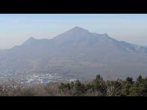 Вид с Машука на окрестные горы.