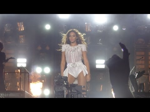 Beyonce - Girls (Run The World) (Sportpaleis, Antwerp, Mrs. Carter Show World Tour - FRONT ROW) HD