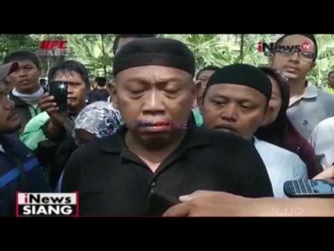 Suasana Pemakaman Istri Tukul Arwana