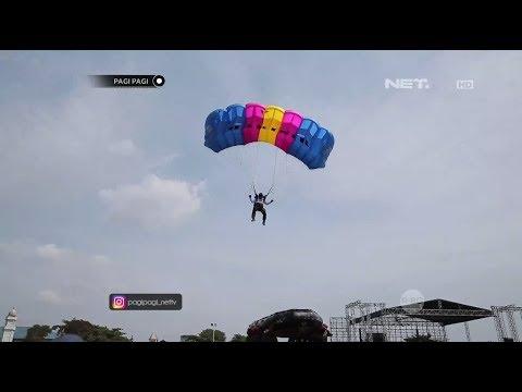download lagu Menonton Langsung Keseruan Atraksi Terjun Payung Di Peringatan HUT Korps Marinir Ke 72 gratis