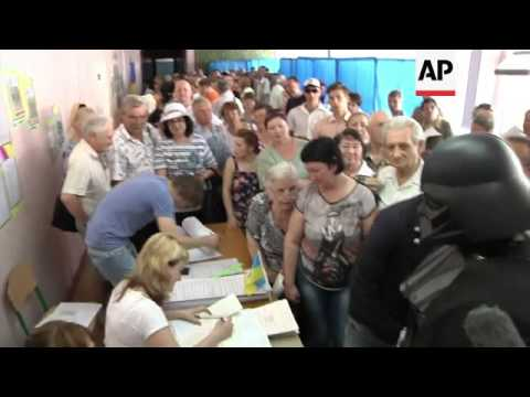 "Poroshenko, Turchynov, Klitschko and ""Darth Vader"" vote, observers react"
