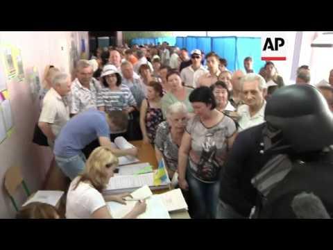 """Poroshenko, Turchynov, Klitschko and """"Darth Vader"""" vote, observers react"""
