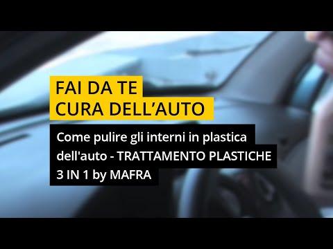 Pulire gli interni auto: 3 in 1 plastiche