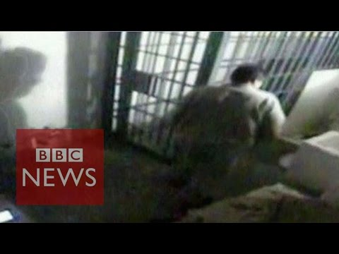 CCTV reveals moment of Mexican drug lord's prison escape - BBC News