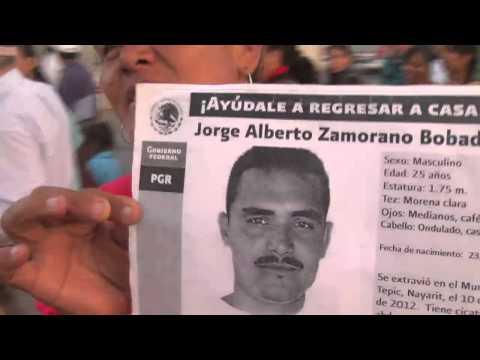 Madre en Tepic marcha por su hijo desaparecido pese a recibir amenazas