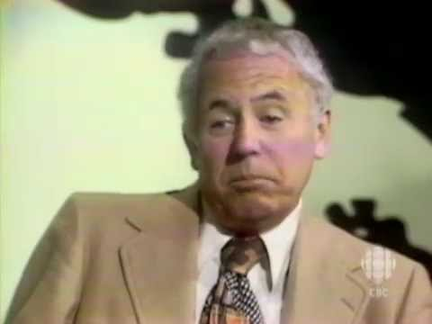Author Arthur Hailey talks money & banks, 1976: CBC Archives