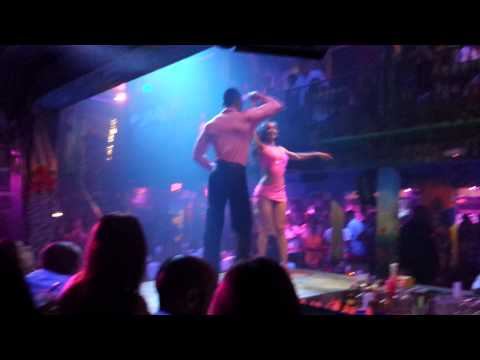 Сальса в Майами. Латиноамериканские танцы, ночной клуб Мангос