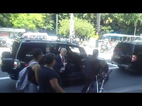 Tumulto na chegada do presidente da Bulgária , Rosen Plevneliev