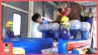 대형 미끄럼틀 타고 놀이공원 신나게 놀아요 ♡ Giant Slide Pretend Play on Playground Play Center   말이야와아이들 MariAndKids