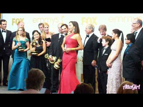 Sofia Vergara&Modern Family Cast Emmy Acceptance Speech Backstage