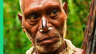 Eating with the World's Most Isolated Tribe!!! The Tree People of Papua, Indonesia!!