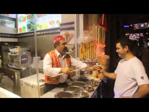 Продавец мороженого в Стамбуле (Дондурма)