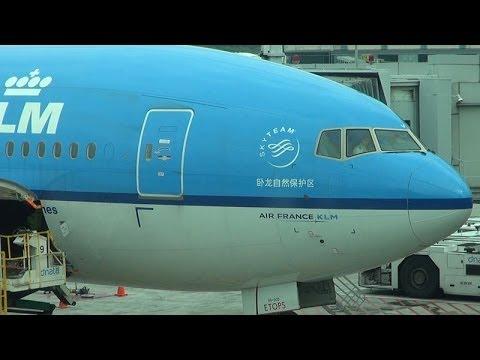 KLM Economy, Bali to Singapore, Boeing 777-200