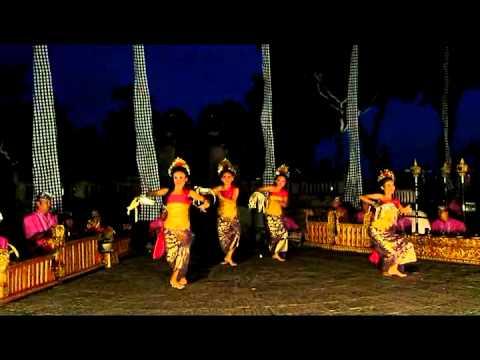 Indonesian Traditional Dance - Tari Pendet Bali