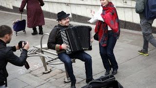 Russian famous musician earned more playing in metro than American famous violinist!