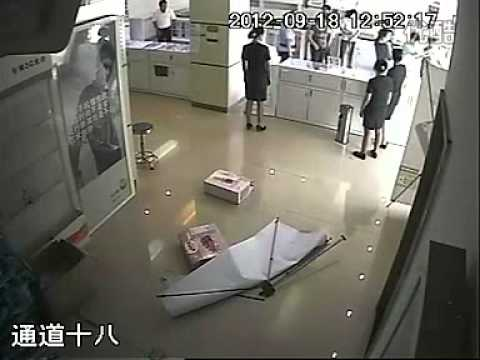 China Mobile receptionist gets beaten by civil servant