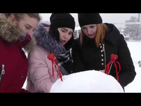 До Дня закоханих у Калуші наліпили особливих сніговиків