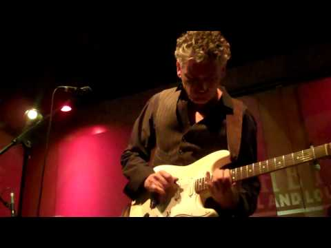 Chris Standring Performs Pandora's Box live at Spaghettinis