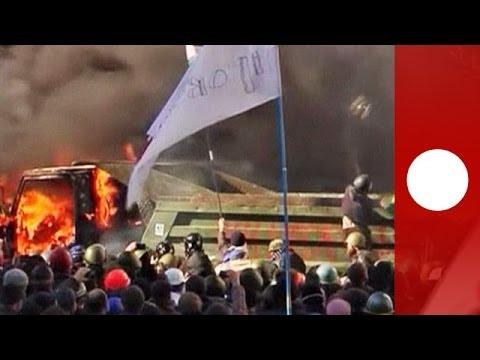 Smoke, tear gas & chaos as fresh violence flares in Kiev
