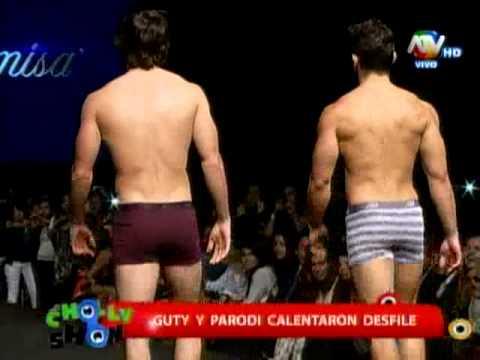 Guty Carrera causa revuelo en desfile de conocida marca de lencería