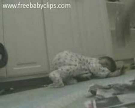 laughing baby tearing paper An adorable video has emerged of a baby laughing hysterically at his mother tearing up old mail the footage, shot last week in indiana, usa, shows the seven-month.