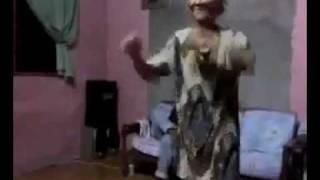 clip sock cụ bà 80 tuổi đập đá phá ke với nhạc sàn @.@