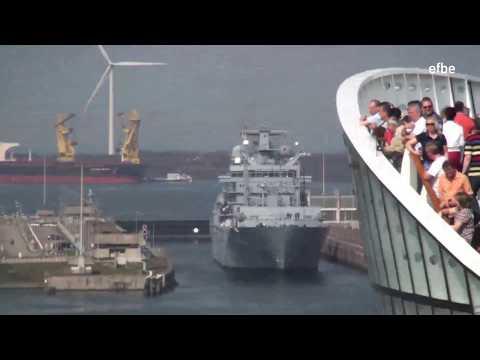 AIDAluna begegnet Marineschiffen in Ijmuiden (mit Schiffshorn) 03.05.13