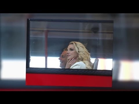 Britney Spears Takes on London in a Red-Double Decker Bus - Splash News