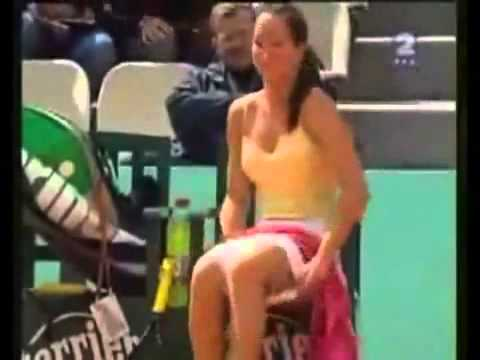 tennis star change panty on court