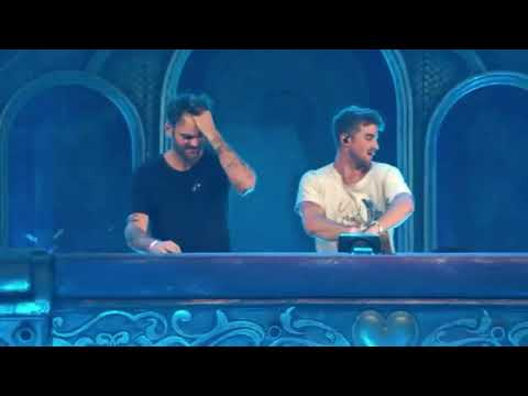 THE chainsmokers's tribute to AVICII , Tomorrowland 2019