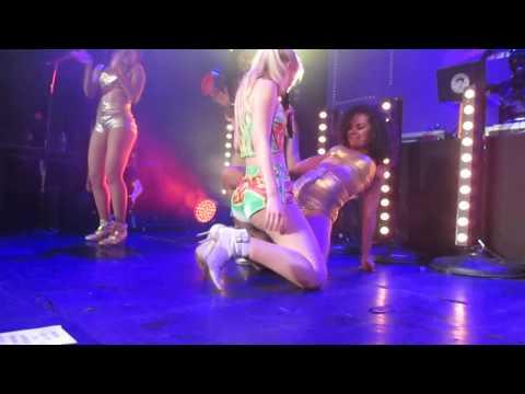 Iggy Azalea Twerking - Performing Cheeks video