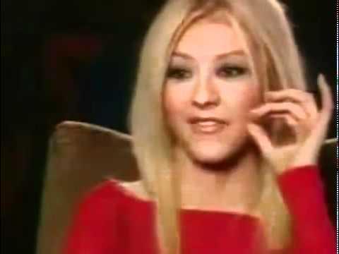Christina Aguilera - MTV Genie In A Bottle Interview