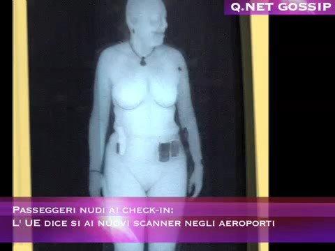 Passeggeri nudi ai check-in